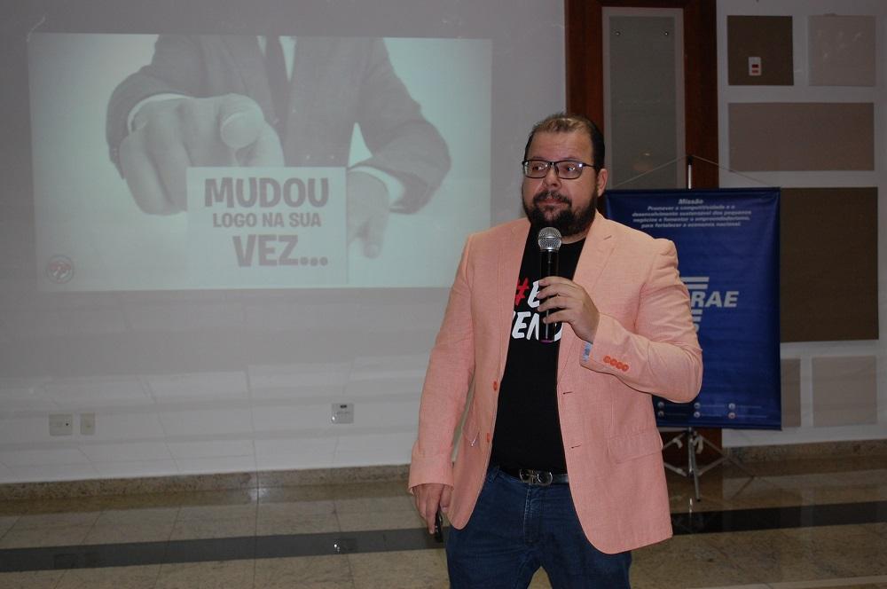 Palestra com Fred Rocha atrai grande público em Pinda