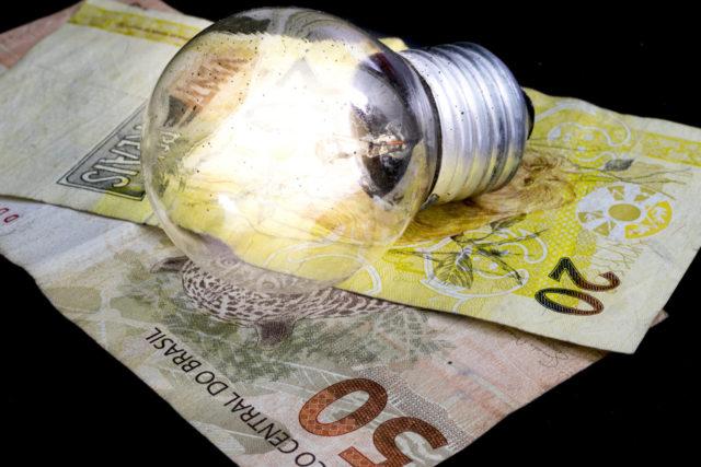 Contas de luz vão ficar mais baratas em 28 cidades de São PauloAneel autorizou que concessionária de energia EDP — que atende a região do Alto Tietê, Vale do Paraíba e Litoral Norte — reduza valores em 5,3%